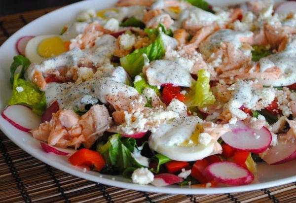 Salat-s-lososem-i-ovoshami