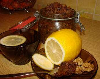 Orehovo-medovaja-smes-s-limonom