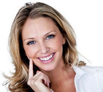 Как отбелить зубы в домашних услолвиях