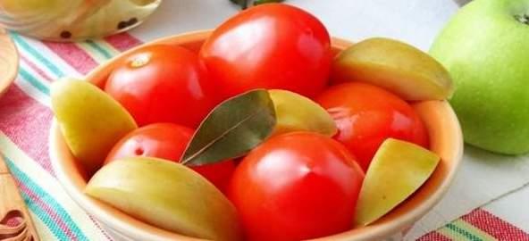 Сладкие помидоры с яблоками