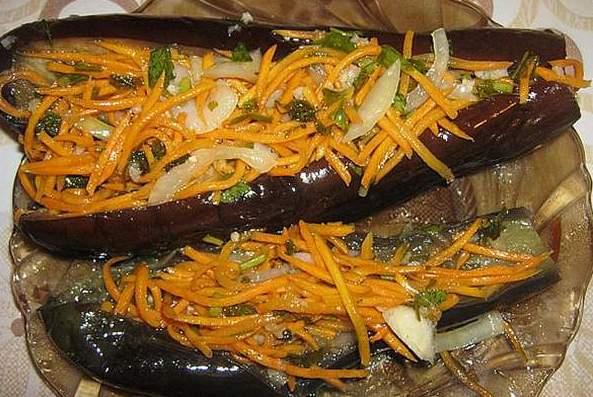 Квашенные фаршированные баклажаны с морковью и чесноком