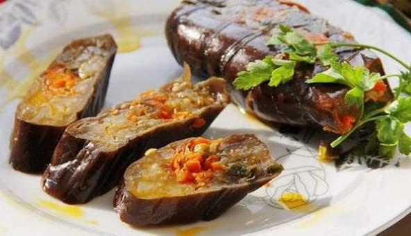 квашеные фаршированные овощами баклажаны