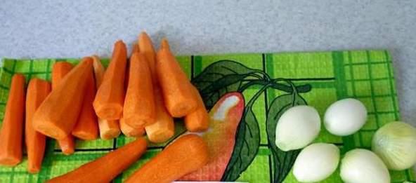Подготовка овощей для начинки баклажанов