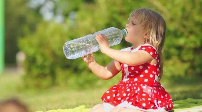 Давайте ребенку пить много воды